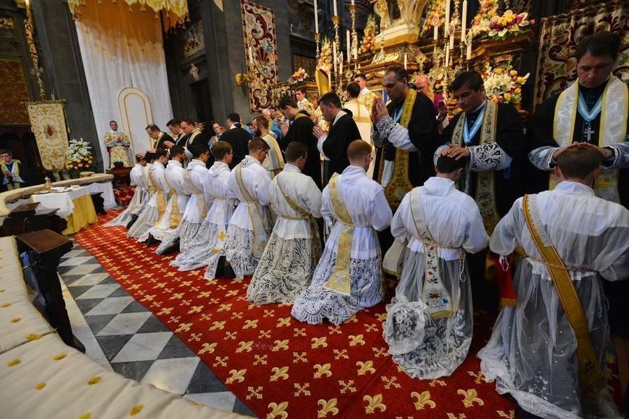L'ALTISSIMA DIGNITA' DEL MINISTERO SACERDOTALE