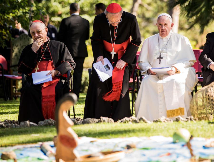 Cosa ci si aspetta dall'Esortazione Apostolica di Papa Francesco? Unità o Verità? Il Papa è infallibile sempre? Don Bux risponde.