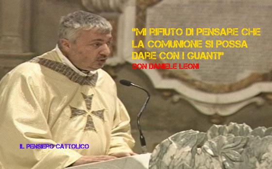 """Don Leoni, ex militare: """"Mi rifiuto di pensare che la Comunione si possa dare con i guanti"""""""
